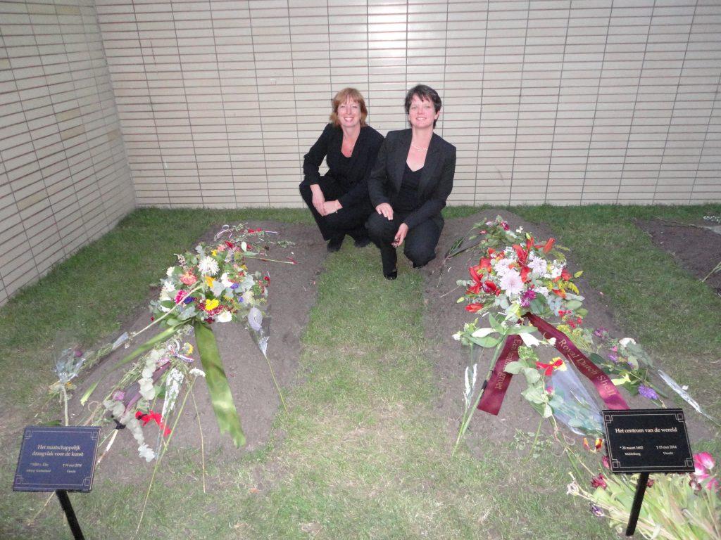Simone Scholts (links) en Meta Stevens van Sens Uitvaarten.