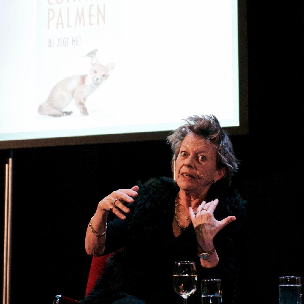Connie Palmen in een levendige conversatie met Kristien Hemmerechts ©Marc Brester/AQM