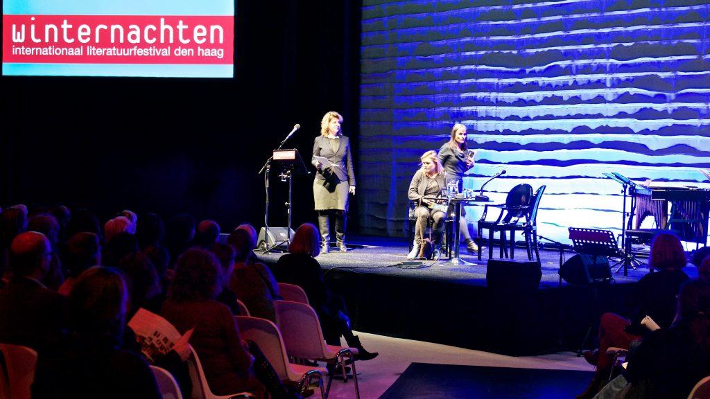 Marja Pruis, Inge Schilperoord en Kristien Hemmerechts in gesprek over kwaadaardige romanpersonages ©Marc Brester/AQM
