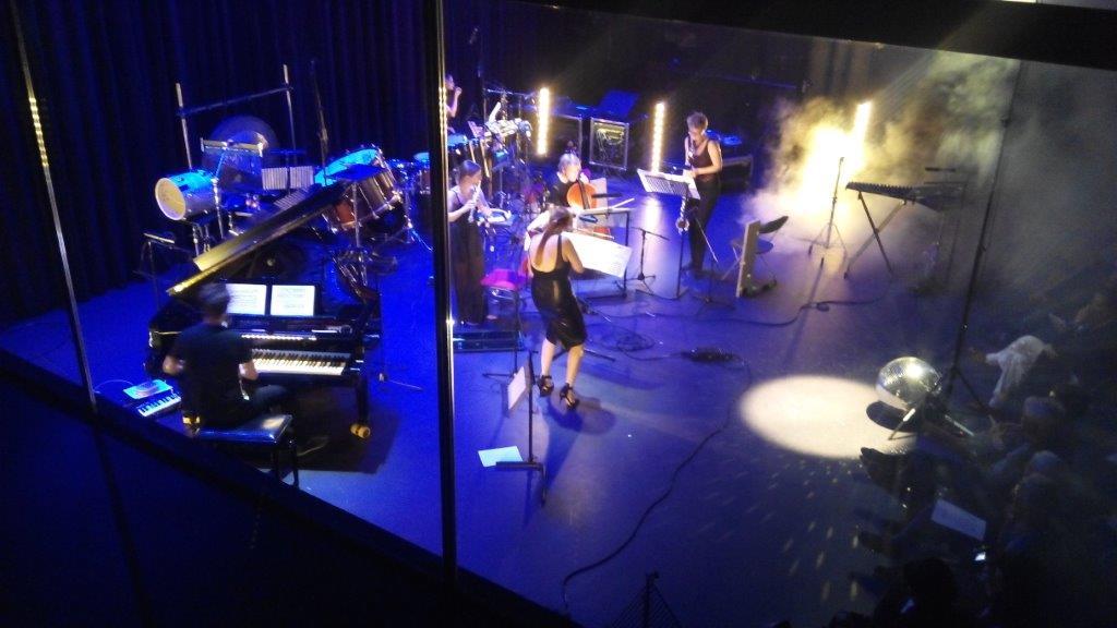Looptail speelt ??????? van Hikari Kiyama, TivoliVredenburg 14-9-2014