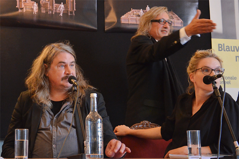 Ilja Leonard Pfeijffer, Johan Doesburg en Anniek Pheifer bij de presentatie van de tekst van Blauwdruk voor een nog beter leven.