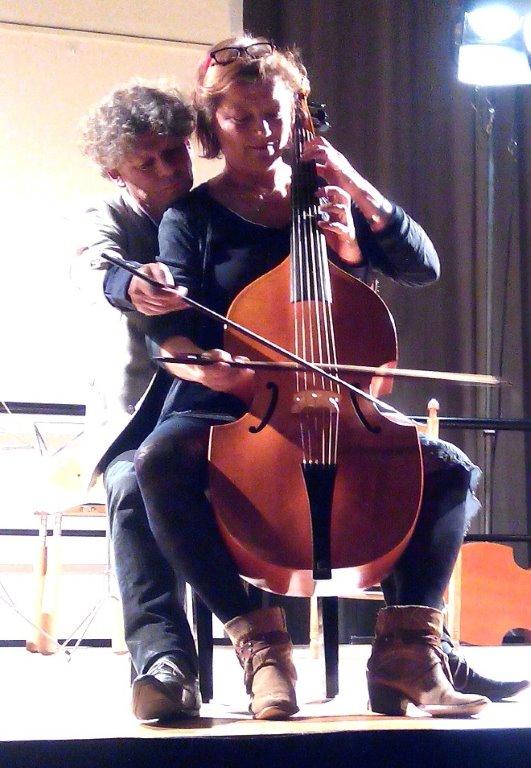 Erik Beijer en Saskia Coolen bespelen gezamenlijk een viola da gamba