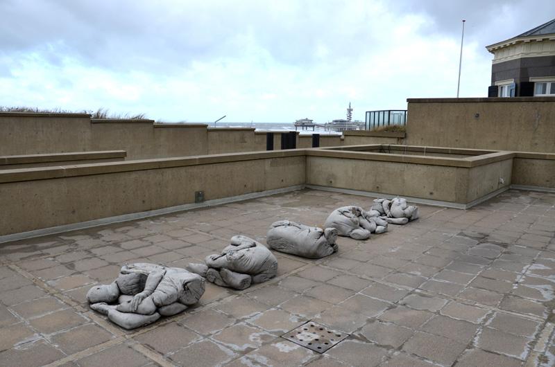 'En iedereen hield de adem in tijdens die fractie van eeuwen' klaar voor plaatsing bij Beelden aan Zee (foto auteur)
