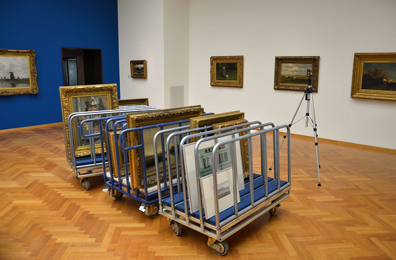 De expositie was op 2 april nog in aanbouw