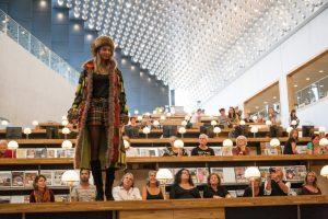Modeshow van Chris Nauta in de Amersfoortse bieb Foto: Bert van As