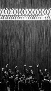Scènefoto uit Extremalism (Emio Greco en Pieter C. Scholten). foto Alwin Polana