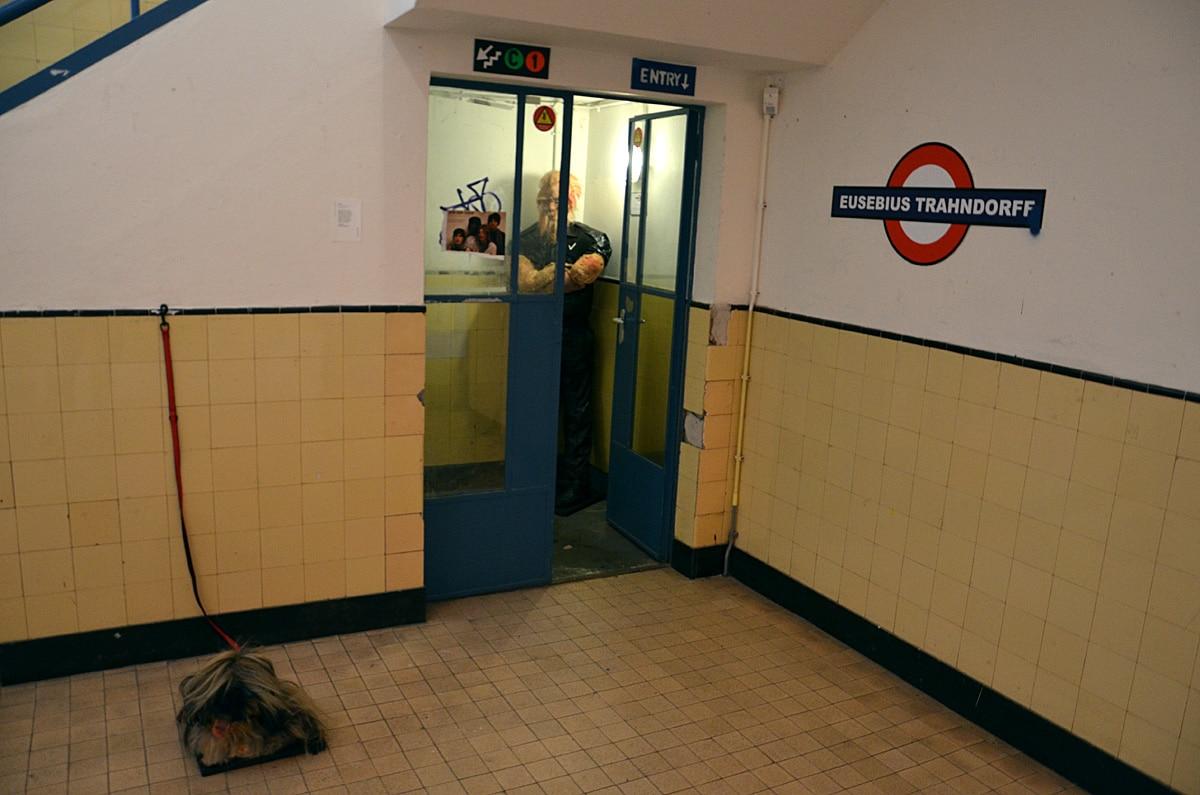 Charlotte van Winden, Underground fog and a panting dog. Foto auteur