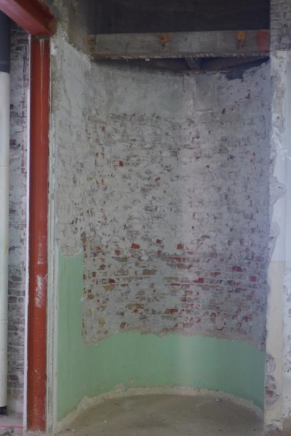 Restauratie van een markante ronding in de muur