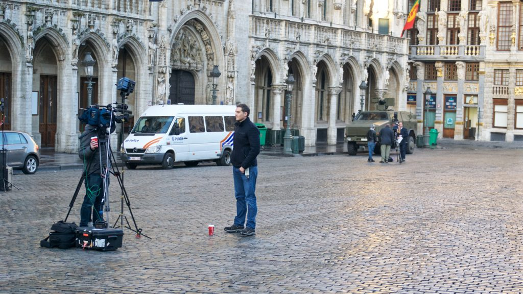 Tanks en televisieploegen in Brussel ©Marc Brester/AQM