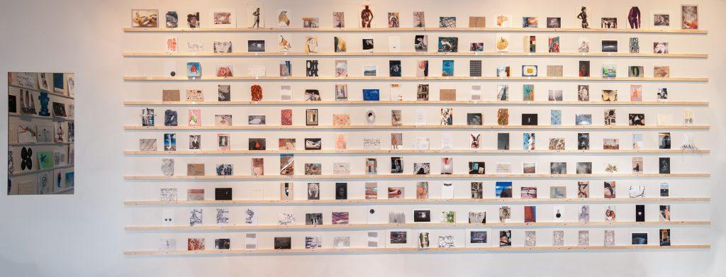 Werk op A6-formaat, op de expositie 'Multi Solo: Size Matters' in Tetem, Enschede.