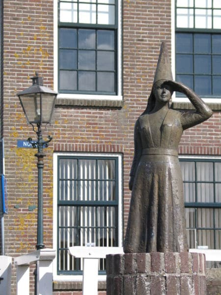 Standbeeld Vrouwtje van Stavoren (fotocredit wikipedia)