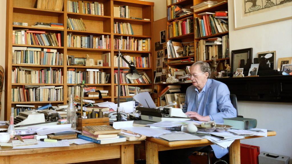 Remco Campert aan het werk ©John Albert Jansen en Jeroen Wolf