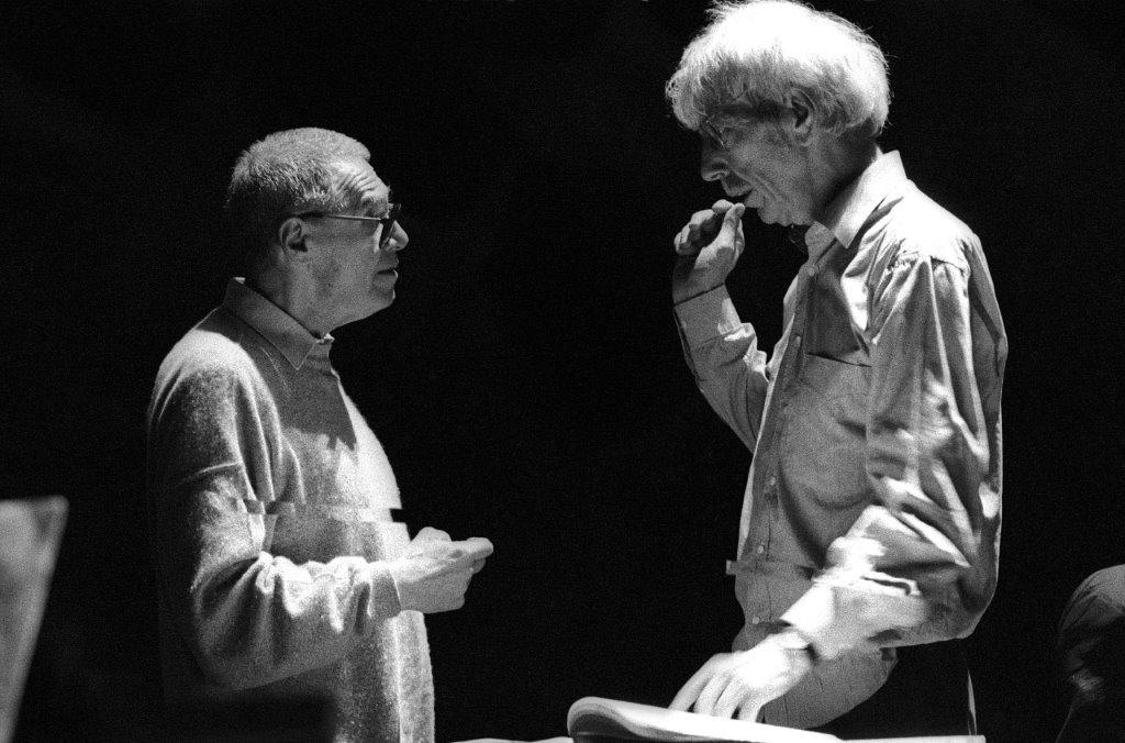 György Kurtág en Reinbert de Leeuw tijdens een repeitie. Foto van Co Broerse