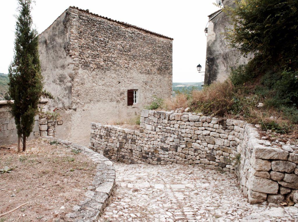 Monieux in de 21ste eeuw. ©Marc Brester/AQM