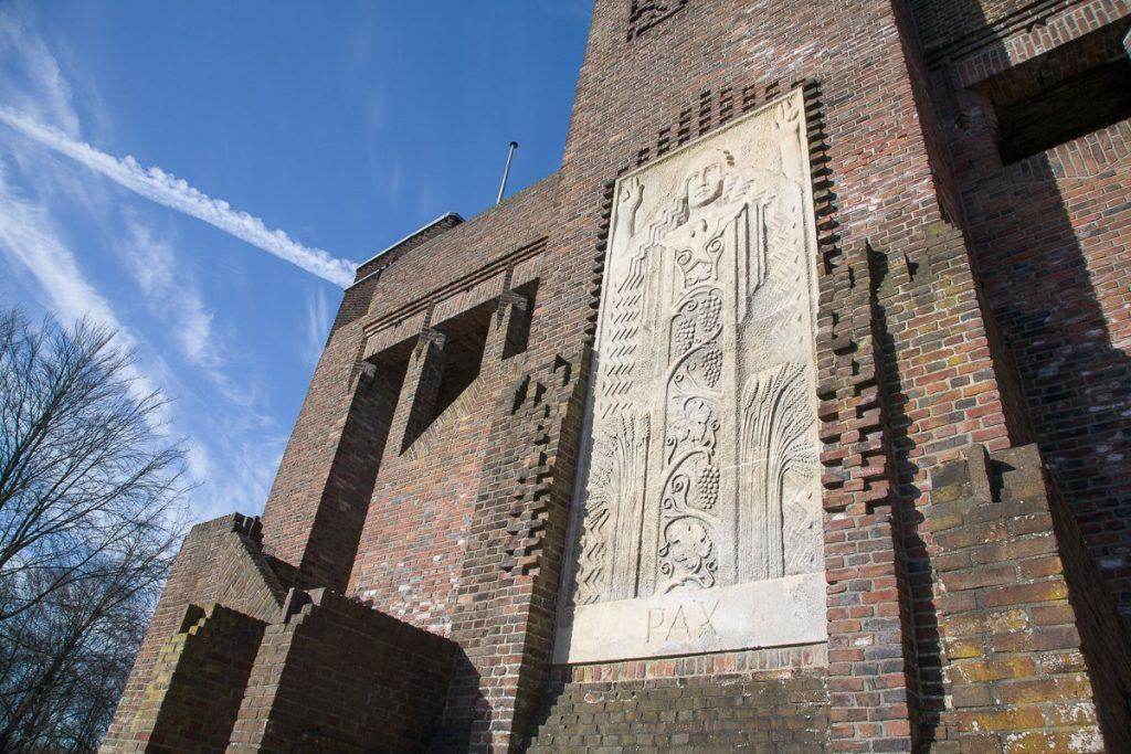 Beeldhouwwerk op het Belgenmonument. Foto: Bert van As.