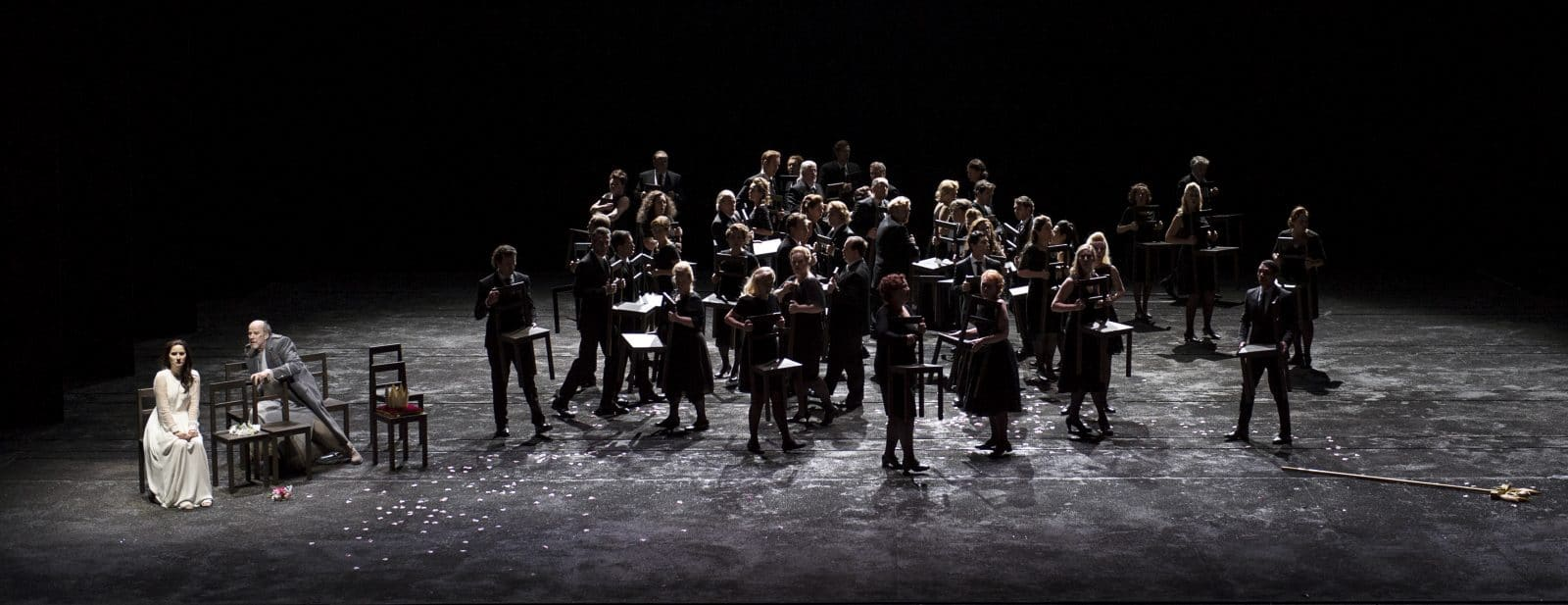 Richard Croft (Jephtha) & Anna Prohaska (Iphis) & Koor van de Nationale Opera - foto Martin Walz