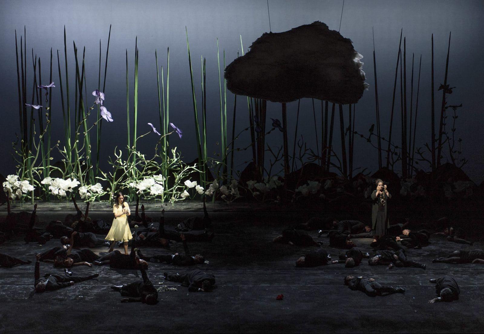 In het licht: Anna Prohaska (Iphis). In het donker: Wiebke Lehmkuhl (Storgè) - foto Martin Walz