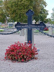 Het graf dat Astrid Lindgren inspireerde tot De Gebroeders Leeuwenhart. ©AQM