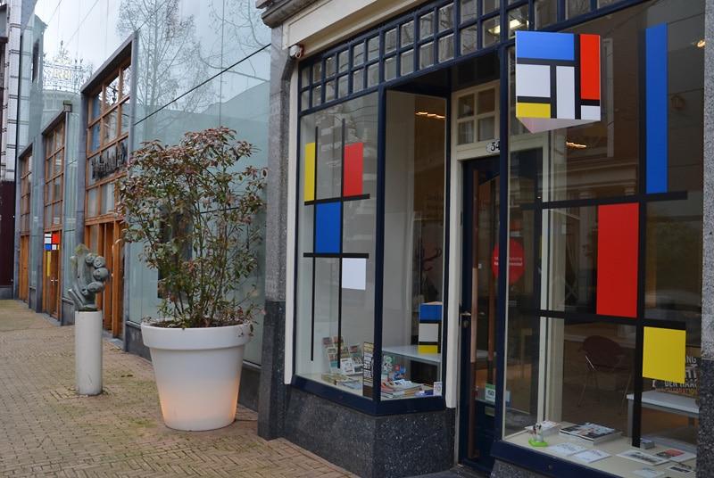 Mondriaan-huisvlijt in winkelcentrum Haagsche Bluf. Foto auteur