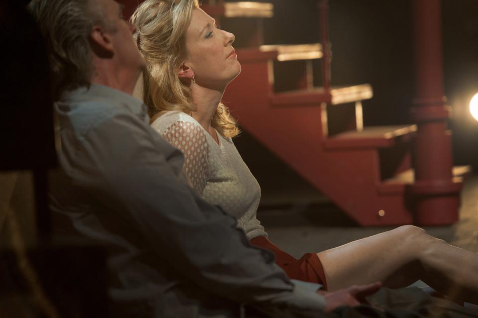 Stefan de Walle en Ariane Schluter in Vrijdag, foto Kurt van der Elst