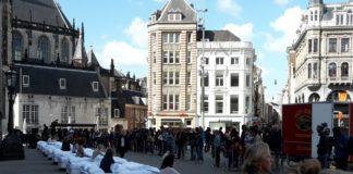 Todo lo que está a mi lado op de Dam in Amsterdam (foto Wijbrand Schaap)
