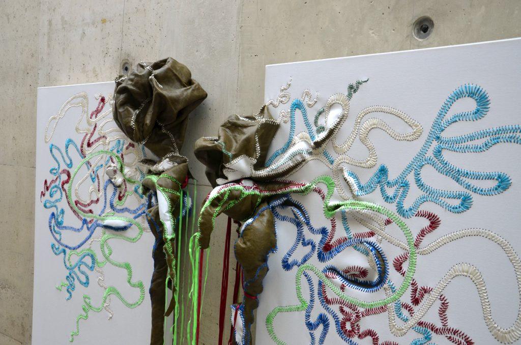 Fragment van tweeluik van Nicholas Hlobo (foto auteur)