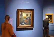 Bezoekers bij Vermeers Dame aan het virginaal met een heer ('De muziekles')