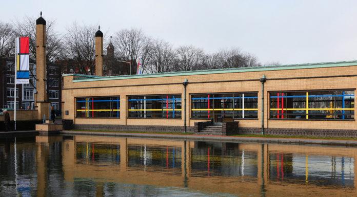 Entree van het Gemeentemuseum. Foto Studio Vollaerszwart