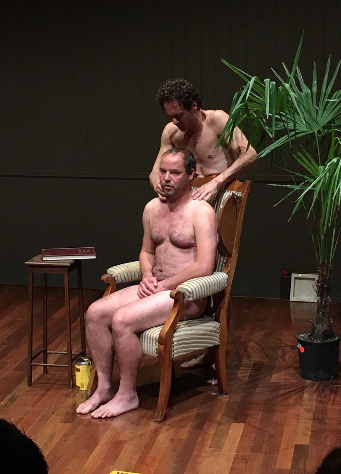 Paul van der Laan en Jochem Stavenuiter in Bambie Nul (Foto: Theater Kikker)