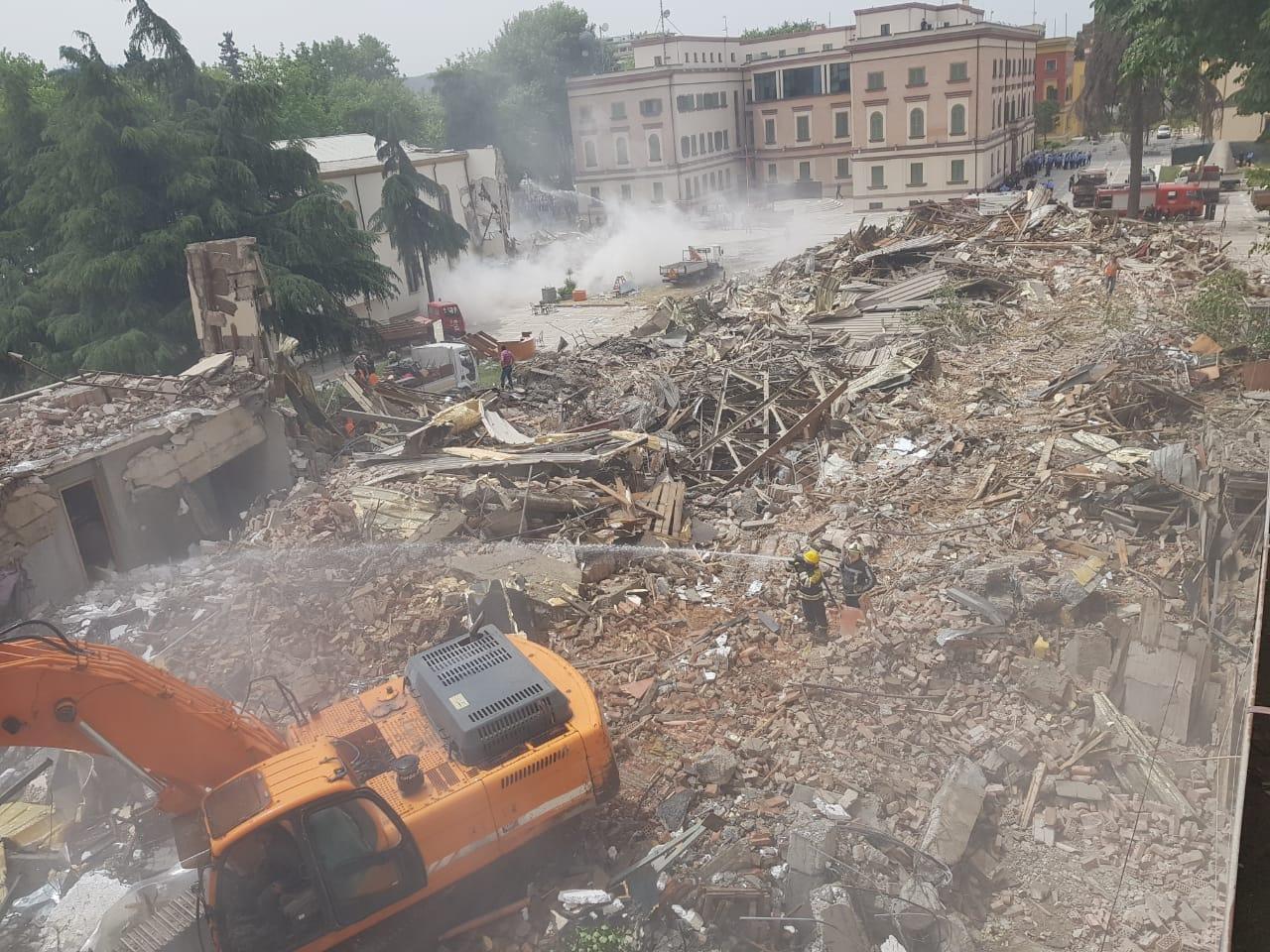 De stiekeme sloop van het Nationale Theater in Tirana tijdens Corona is nog maar het begin